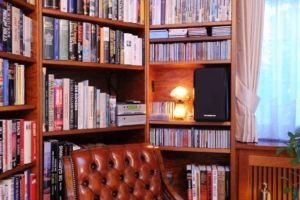 HiFi-Anlage in Bücherregal klein